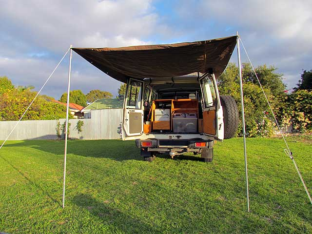 rooftent-back-open-L-13-031